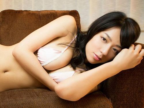 小瀬田麻由 Fカップの柔らかお乳を押し付けすぎ☆