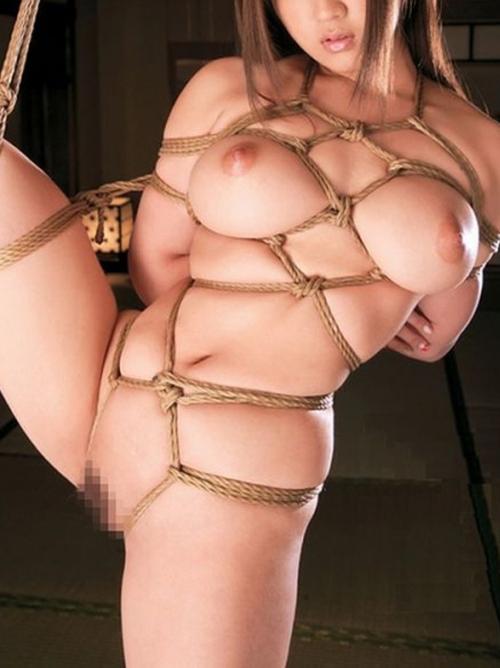 おっぱいを縛って調教されるM女