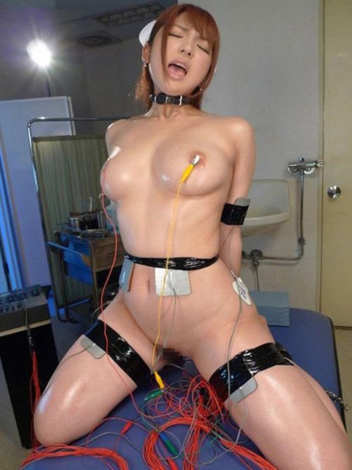 【コスプレエロ画像】折角着替えたのに…衣装ごと縛られて調教されるコスプレ女子www
