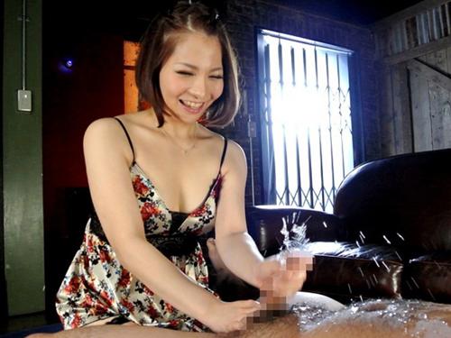 男を潮吹きさせるテクを持つ秋田県民の香波りょうがAVデビュー