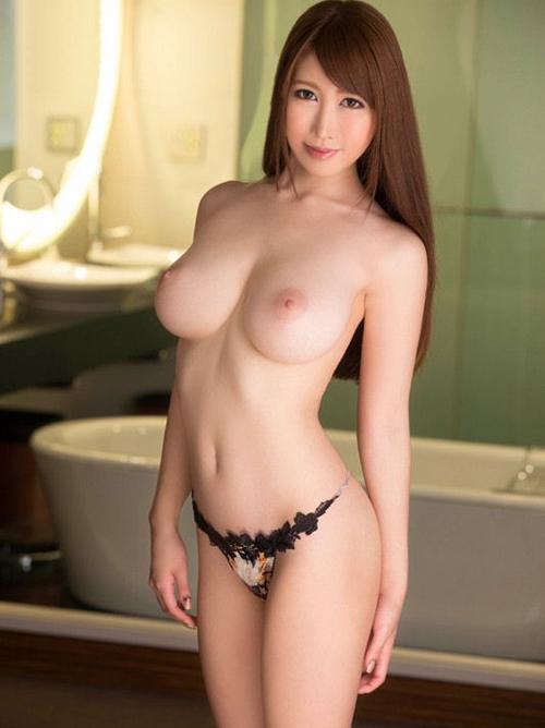 女性特有のエロい身体を持つSEXYクビレおっぱい存分に披露