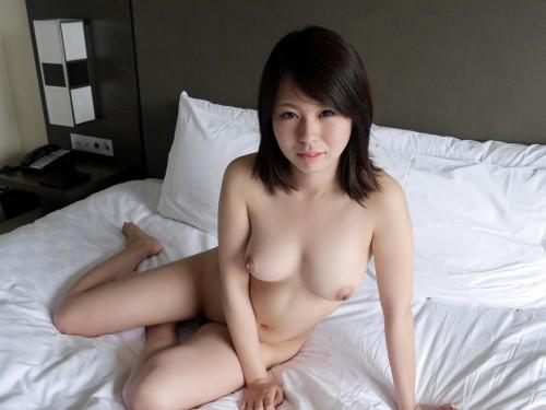 19歳の美乳おっぱい美少女JDとホテルでハメ撮り。お掃除フェラに胸熱! #エロ画像