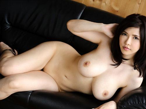 全裸でヒール履いておっぱい露出