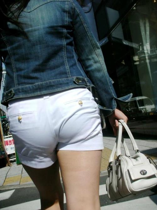 【画像】パンツがスケてる素人の街撮り透けパン画像