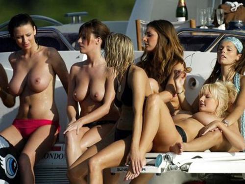 【海外エロ画像】ヌーディストビーチに一度は行って見たい…