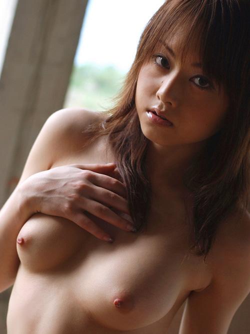 吉沢明歩 誘惑の赤い下着と美麗なお尻