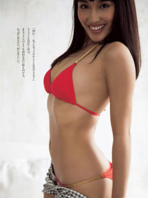 岡田サリオ 褐色ムチムチ軟体エロボディを持つハーフ美女のおっぱい画像【35枚】