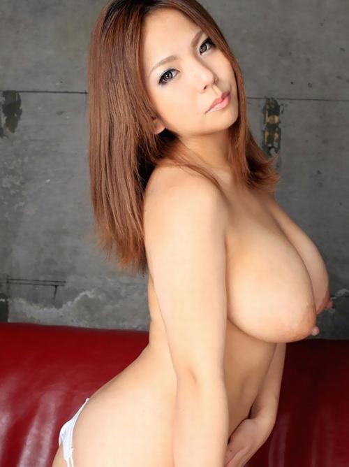 【美乳エロ画像】ロケット型は自信の現れw乳房も乳首も前向きな最高のおっぱい(*゚∀゚)=3