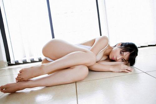 小瀬田麻由はみ出す横乳おっぱい12