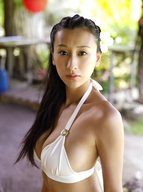 浅田舞とかいうクソエロい巨乳デカ尻女【エロ画像48枚】