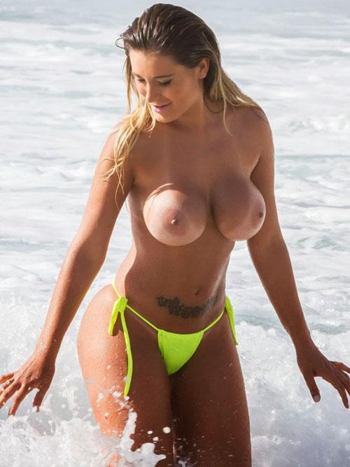 乳房に日焼け跡つけた白人さん画像 part6
