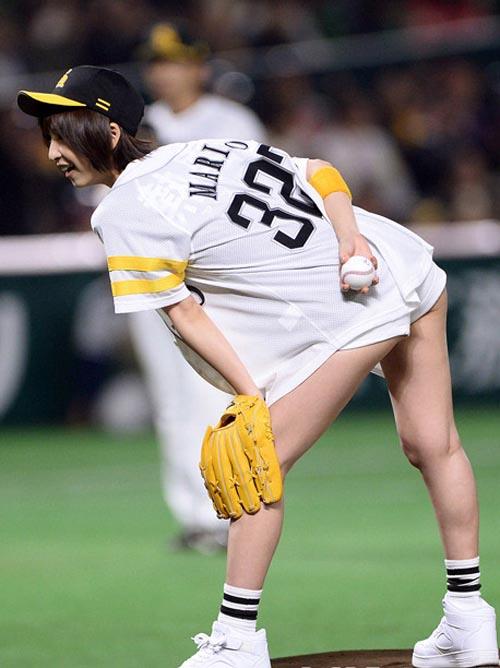 篠田麻里子の始球式がエロイと話題