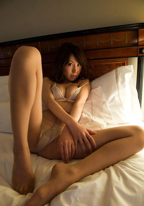 知花メイサの桃色巨乳輪おっぱい12