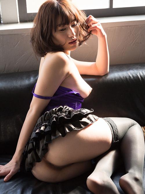 本田莉子 ミニスカパンチラ&ヌード