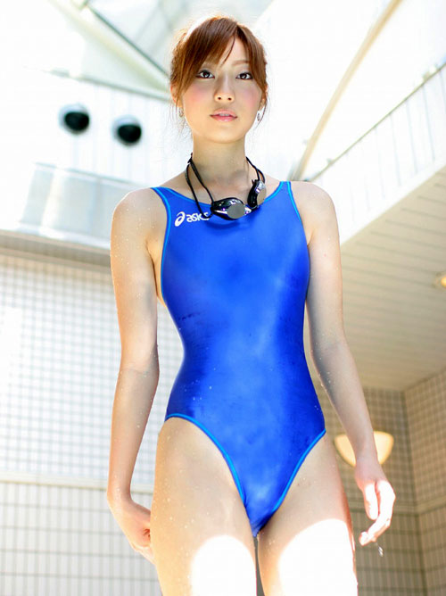おっぱいがクッキリ判る競泳水着9