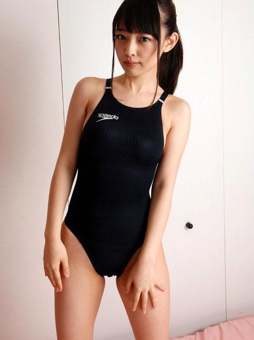 おっぱいがクッキリ判る競泳水着12