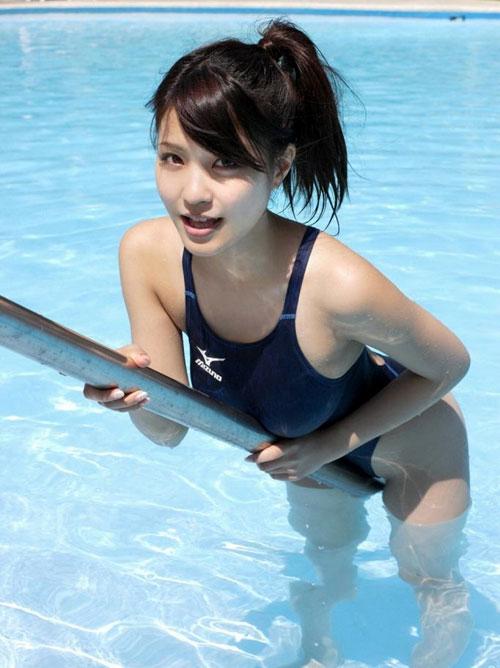 おっぱいがクッキリ判る競泳水着25