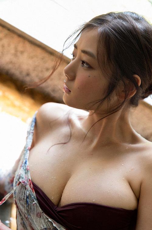 片山萌美Gカップの長身おっぱい14