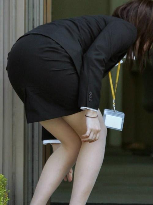 【画像】タイトスカートがエロい素人OLの街撮り画像Part2