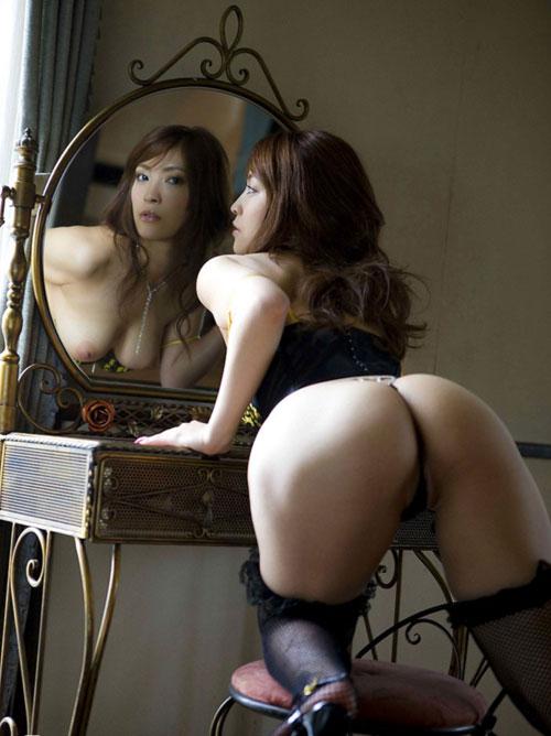 鏡に写るおっぱいに興奮しちゃう22