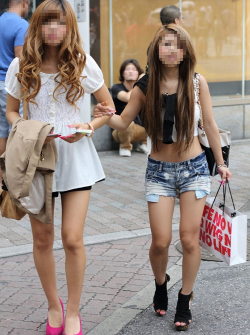 【素人街撮り】 毎年夏になるとギャルの服装がエロすぎてヤバいwwwwww【画像30枚】