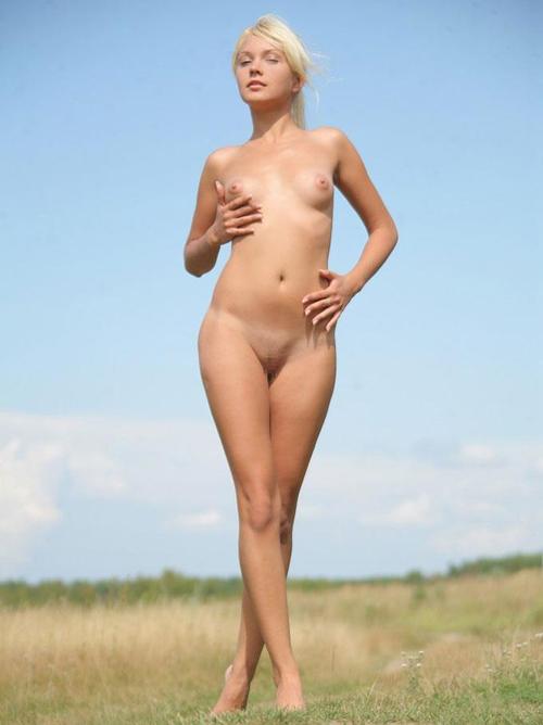 スタイル良過ぎの外国人スレンダー美少女ヌード画像48枚