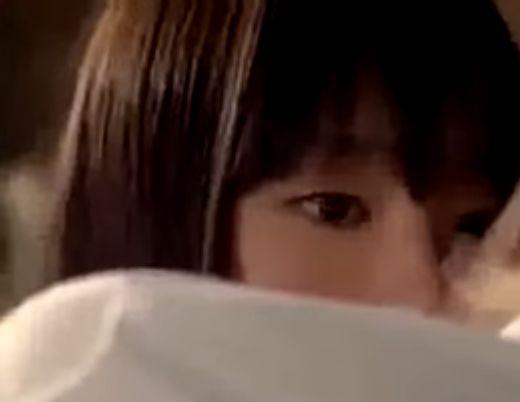 【新垣結衣】硬い表情を浮かべるラブシーン