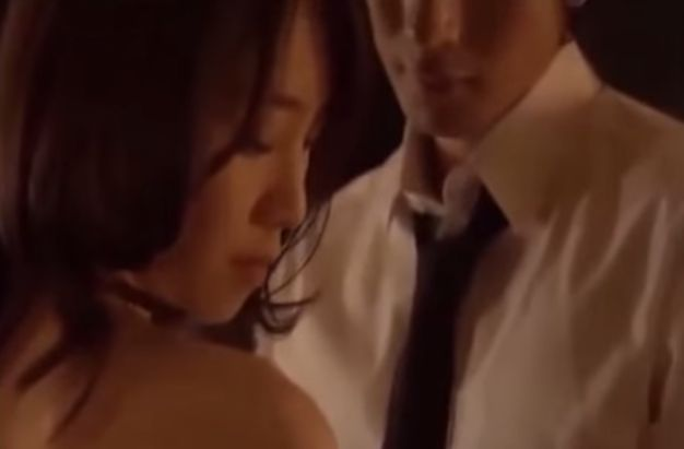 【長谷川恵美】お互いの服を脱がしていく濡れ場