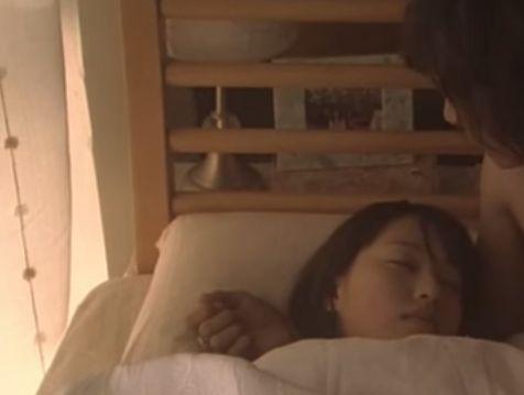 【戸田恵梨香】腕枕されるラブシーン