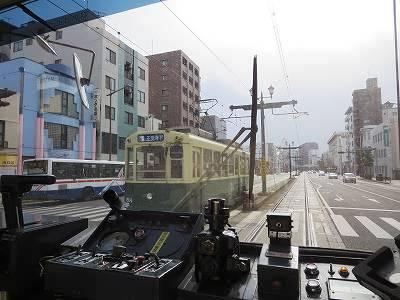 路面電車の運転席と反対電車