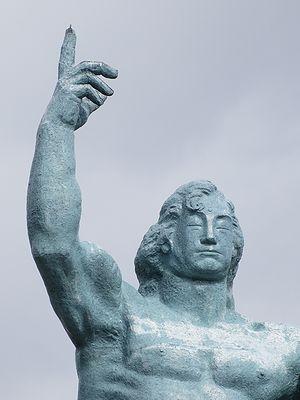 平和祈念像のアップ
