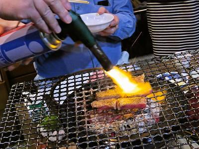 牛肉に火炎放射