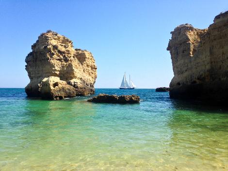 2014-07-life-of-pix-free-stock-photos-sun-Cliff-sea-boat-Sailboat-Rock.jpg