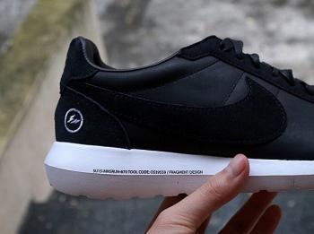 Fragment-Design-Nike-Roshe-LD1000-Black-4_jpg_pagespeed_ce_aLYGVX_M_k.jpg