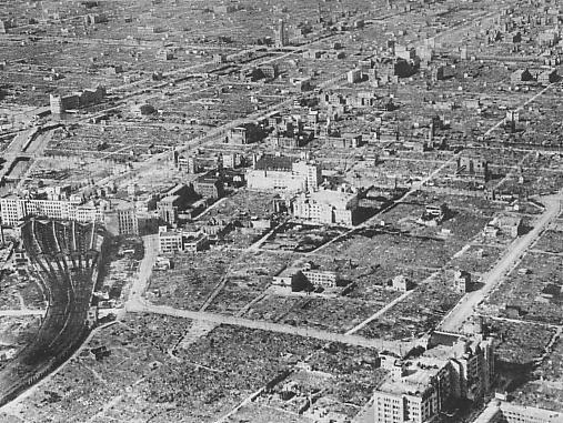 Osaka_after_the_1945_air_raid.jpg