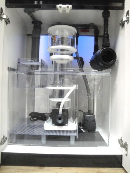 プロテインスキマー・殺菌灯がセットされてます