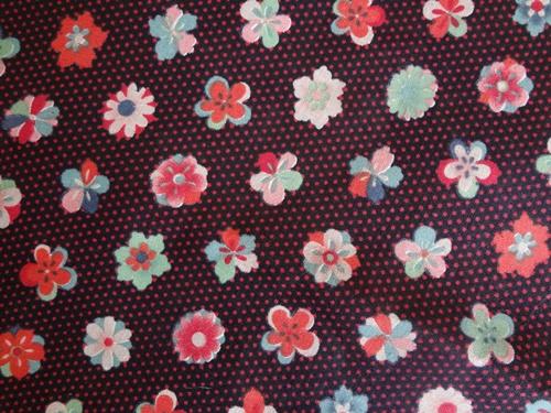 黒地に梅など花柄