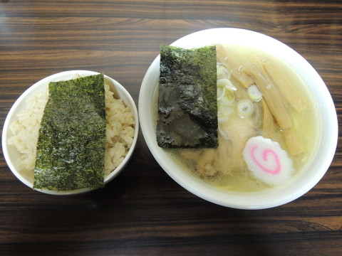 塩らーめん(700円)+香味ごはん(200円)