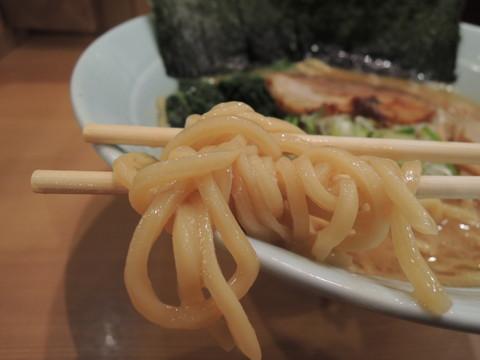 醤油豚骨ラーメンの麺