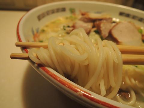 ラーメン(鹿児島黒豚チャーシュー入り)の麺