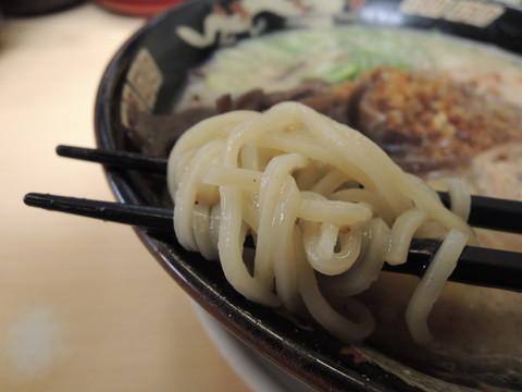 豚とろラーメンの麺