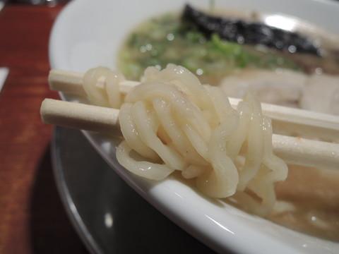 特級とんこつラーメンの麺