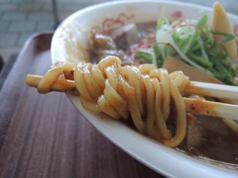 らぁ祭笑顔麺003~濃厚豚骨牛すじカレーそば~の麺