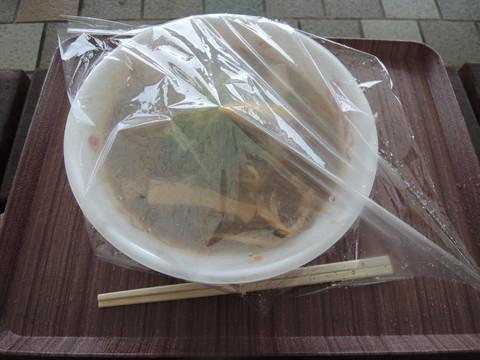提供時、雨が降っていたので丼にラップを掛けてくれた