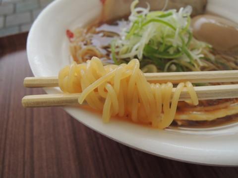 日本3大地鶏の醤油そばの麺