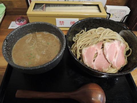 たまり醤油仕立ての煮干し鶏白湯つけ麺(300g)(880円)