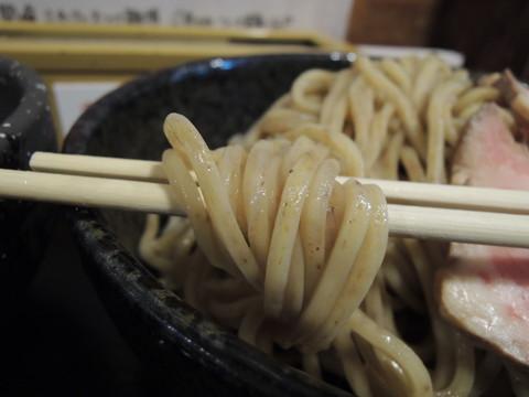 たまり醤油仕立ての煮干し鶏白湯つけ麺(300g)の麺