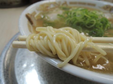 らーめん(醤油味)の麺
