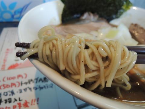 草庵塩らぁ麺の麺