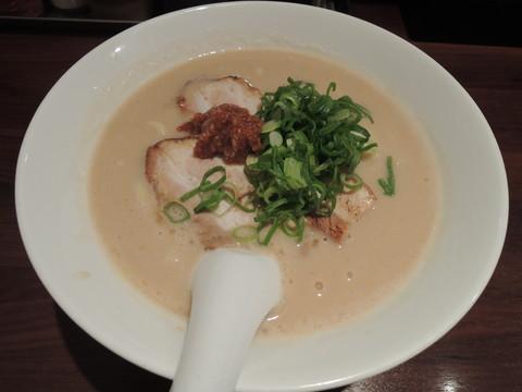 濃厚豚骨ラーメン(730円)